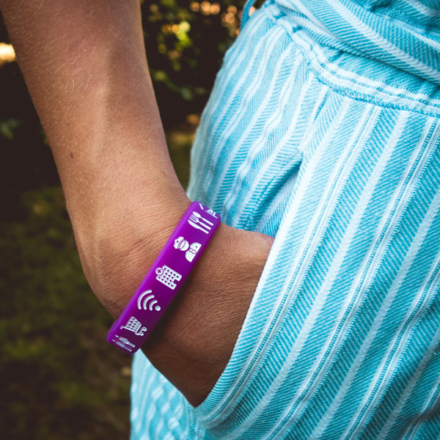 Ik ga op avontuur Travel bracelet (small) reisbandje icons paars